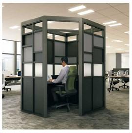オフィスでアイデアを深化させるためのセミクローズド空間
